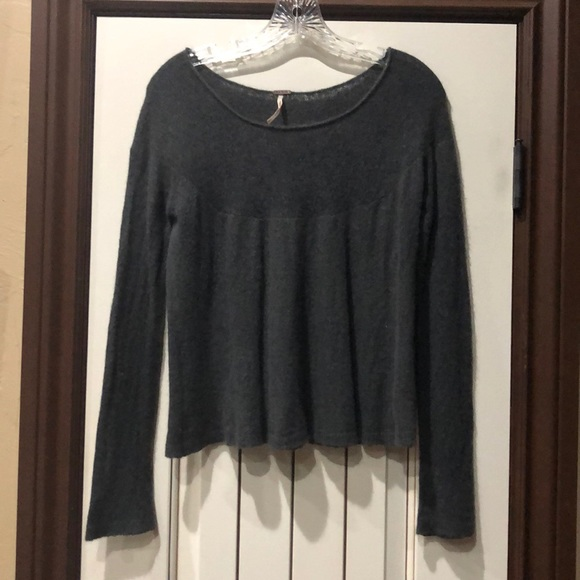 Free People Sweaters - 💝💝 GIFTED 💝💝Free People Soft Gray Sweater
